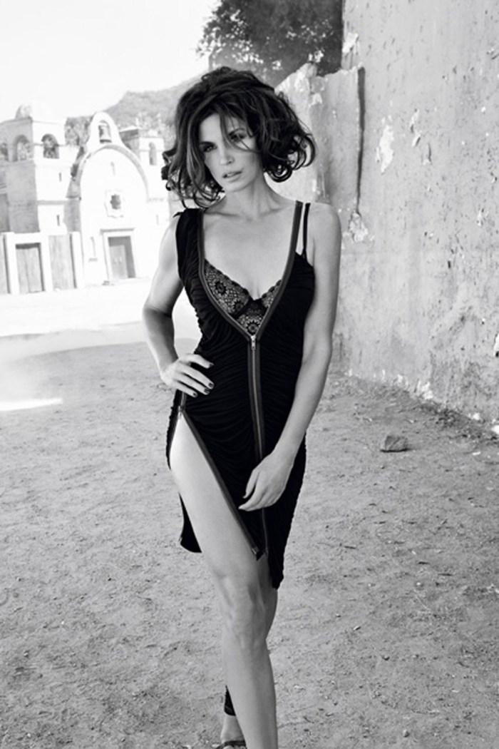 CindyCrawford-Vogue-11Apr13-MarkAbrahams_b